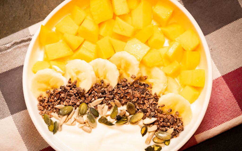 Mango yoghurt bowl