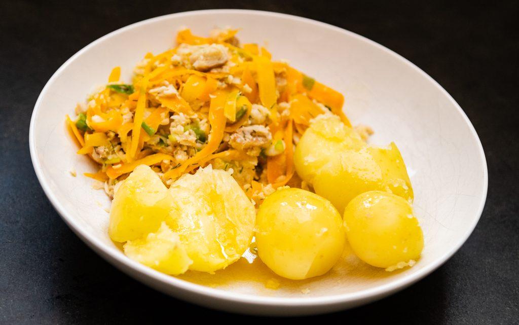 Wortel tagliatelle met vis en nieuwe aardappeltjes